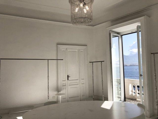 Napoli ufficio arredato panoramico sul Golfo