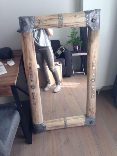 Spiegel 140 bij 75 cm €350,-
