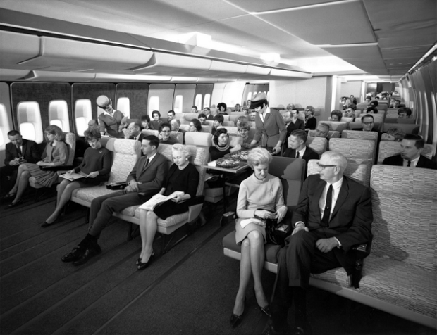 Economy-Class-seating-on-a-Pan-Am-747-in-the-late-1960s
