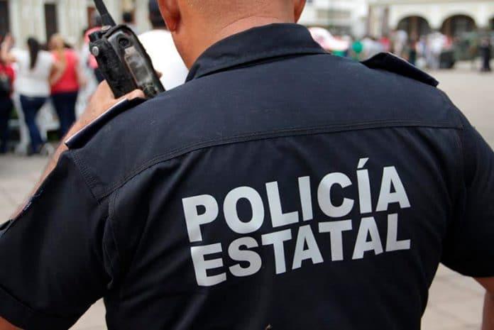 policiaestatal22 696x465 - Detiene SSP a dos sujetos con arma y droga