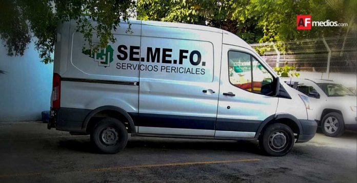 semefo manzanillo carro 1 696x356 - Asesinan a 2 hombres a balazos en Cuyutlán, Armería - #Noticias