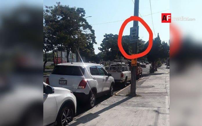 parada camion obstruida 01 696x437 - LectorAF denuncia obstrucción en parada de ruta