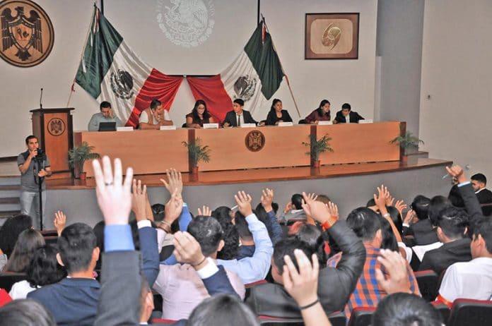 simuladorlegislativo 696x462 - Concluye celebración por 40 aniversario de Ciencias Políticas y Sociales en la UdeC