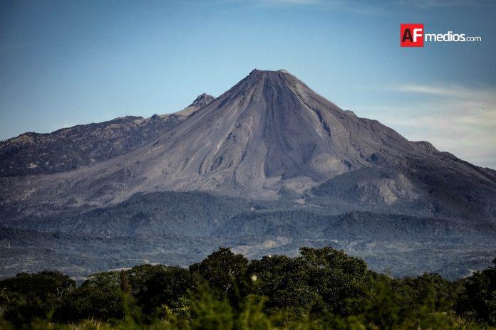 volcan 5enero2019 17 696x464 - Este lunes habrá máxima de 33ºC y mínima de 15ºC en Colima - #Noticias