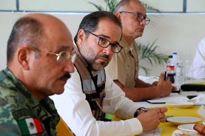 seguridadgobernador 696x464 - Gobernador pide no bajar la guardia en el combate a la inseguridad