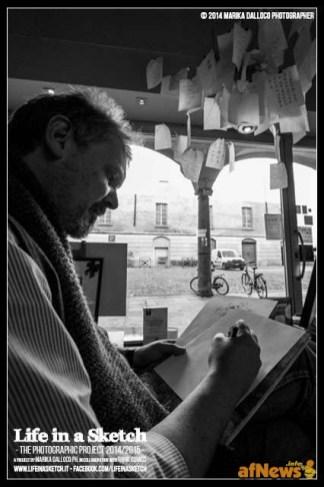 Andrea Valente nel suo studio per il progetto Life in a Sketch