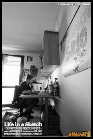 """Simone """"Sio""""Albrigi nel suo studio per il progetto Life in a Sketch"""
