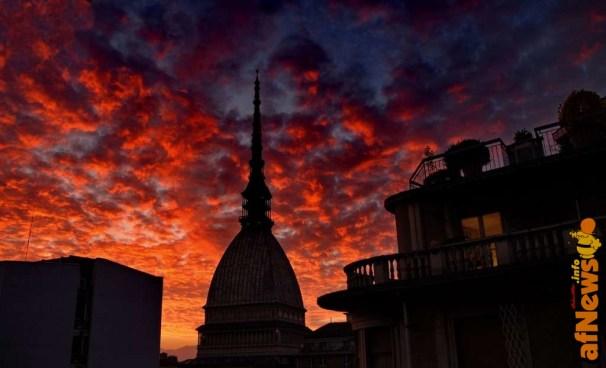 Mole Antonelliana - nuvole rosse - foto Gianfranco Goria