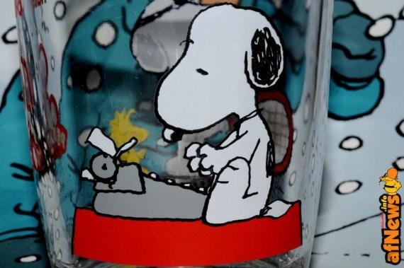 Un bicchiere Nutella della serie Snoopy su sfondo di calendario Tintin 2014 - foto Gianfranco Goria