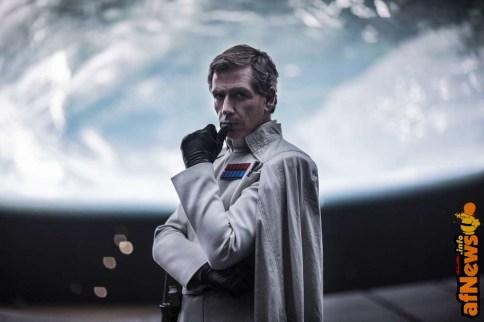 Rogue One: A Star Wars Story Director Krennic (Ben Mendelsohn) Ph: Jonathan Olley ©Lucasfilm LFL 2016.