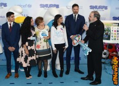 NEW YORK, NY - MARCH 18: Actor Mandy Patinkin (R) presents UN Young Sustainable Development Goals Advocates Karan Jerath, Noor Samee, and Sarina Divan with a key to Smur Village at the United Nations Headquarters celebrating International Day of Happiness in conjunction with SMURFS: THE LOST VILLAGE on March 18, 2017 in New York City. (Photo by Andrew Toth/Getty Images for Sony Pictures)