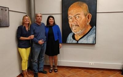 Entrega de pintura de José Luis Vazquez al Ayuntamiento de Almensilla.