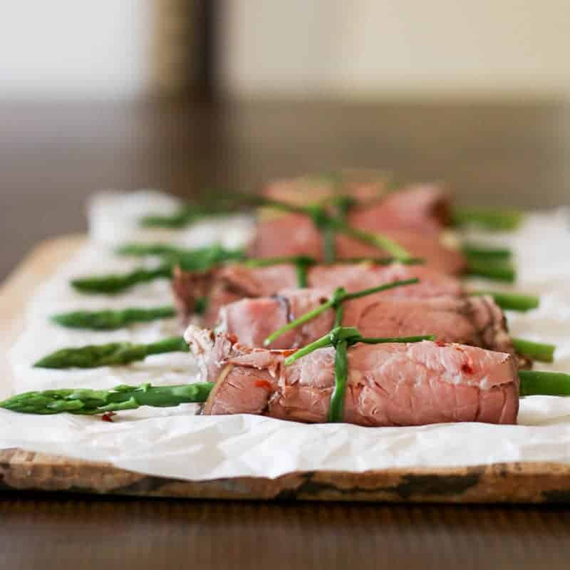 Easy low carb asparagus and roast beef roll ups ad these easy low carb asparagus and roast beef roll ups make a beautiful ccuart Image collections