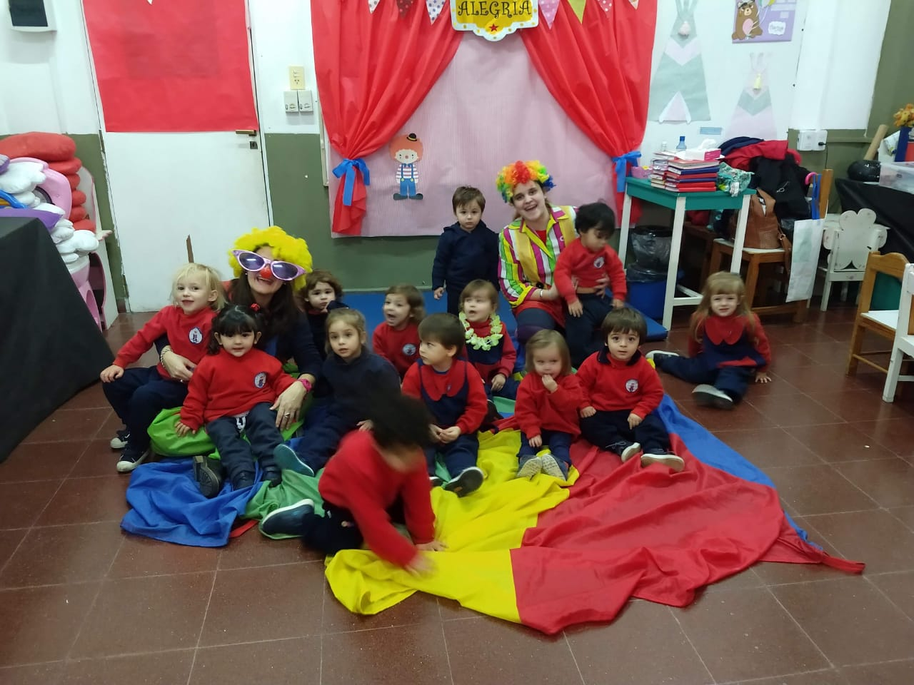 Bienvenidos al circo alegría: nos divertimos con los payasos