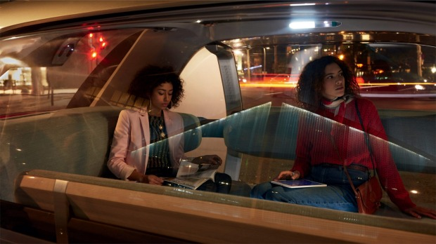 The lift-up roof of the Renault EZ-GO Concept means the cabin can also accommodate wheelchairs and strollers.