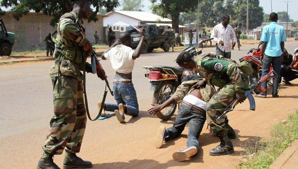 Militari arrestano