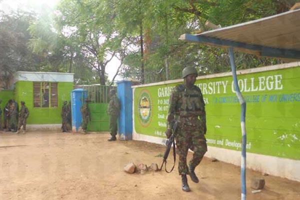 Entrata università con polizia