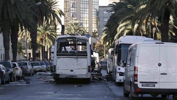 151125_1o6bt_tunis-attentat-bus_sn635