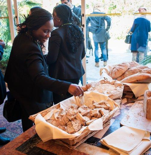 Pane da farine Hyst durante una dimostrazione ai rappresentanti dei Paesi africani