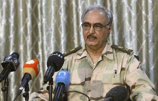 Il generale Khalifa Haftar fotografato durante una conferenza stampa REUTERS/Esam Omran Al-Fetori