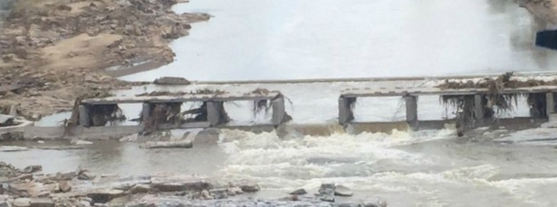 Ponti e strade distrutte nello Zimbabwe