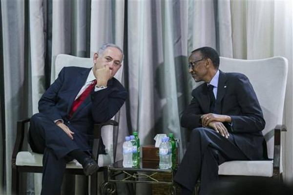 Benjamin Netanyahu, Primo ministro israeliano, a sinistra e Paul Kagame, presidente del Ruanda