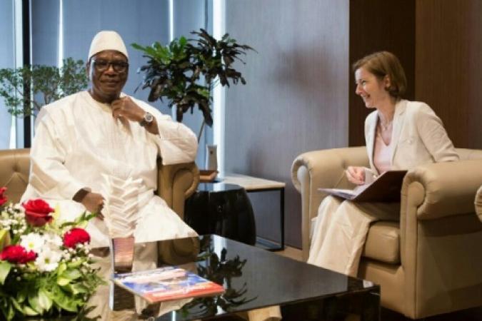 Florence Parly, ministro della Difesa francese con Ibrahim Boubacar Keïta, presidente del Mali