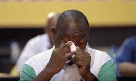 Cyril Ramaphosa, commosso durante l'annuncio della sua elezione come presidente dell'Anc