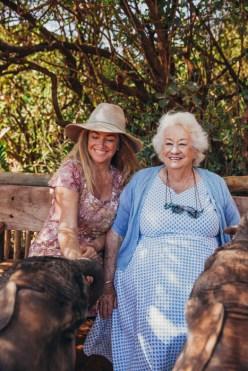 Daphne con la figlia Angela Sheldrick. ©The David Sheldrick Wildlife Trust