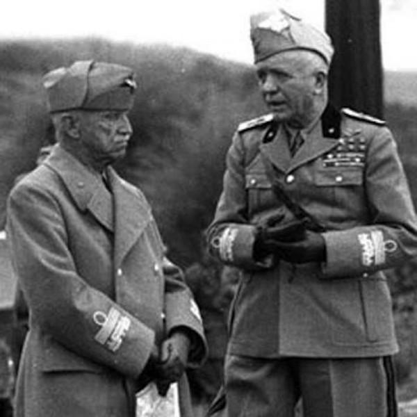 Il Re d'Italia Vittorio Emanuele III con il Generale Pietro Badoglio