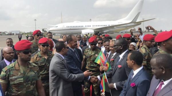 Isaias Afeworki al suo arrivo all'aeroporto di Addis Ababa, la capitale etiopica