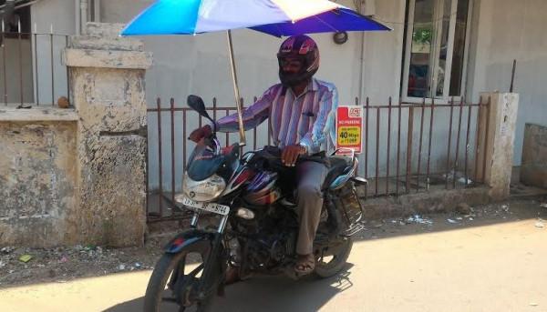 """Un tipico """"boda boda"""" per le strade di Malindi"""