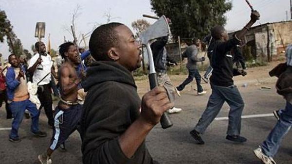 Xenofobia in Sudafrica. Residenti attaccano negozi di stranieri