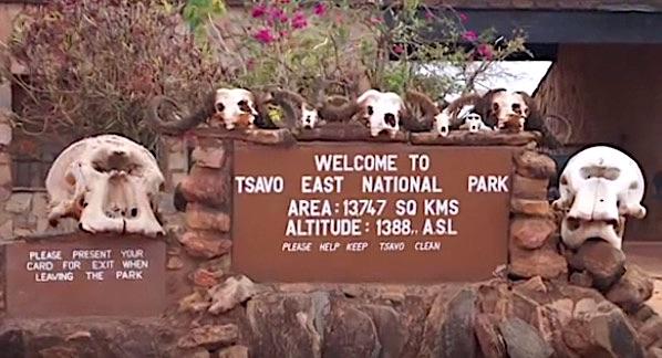 Insegna di benvenuto del Tsavo East National Park