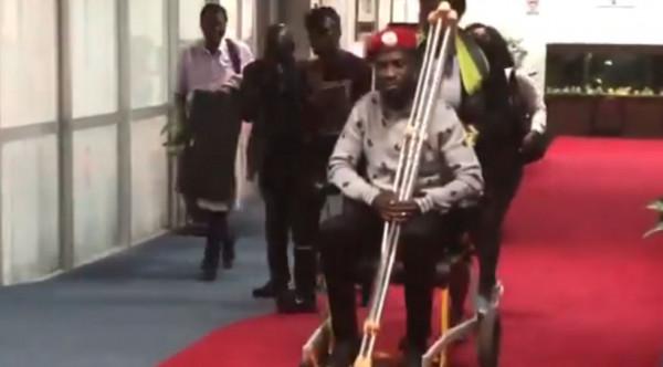 Bobi Wine all'aeroporto di Entebbe, Uganda