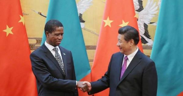Il presidente dello Zambia Edgar Lung con il suo collega cinese Xi Jinping