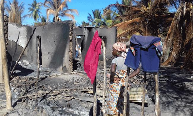 Villaggio distrutto nella provincia di Cabo Delgado, nord del Mozambico
