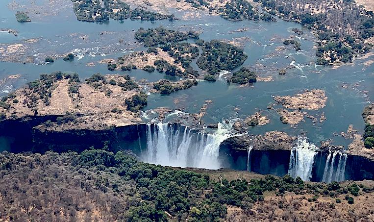 Siccità, immagine aerea delle cascate Vittoria al minimo della loro portata
