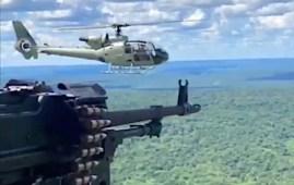 Crimini di guerra - elicotteri in volo con armamenti