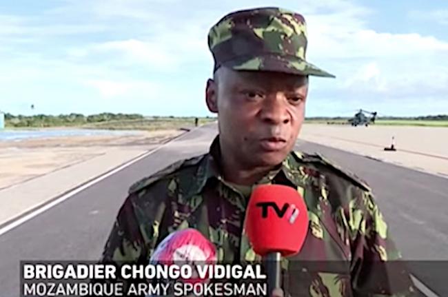 Il comandante Chongo Vidigal, portavoce delle Forze armate mozambicane