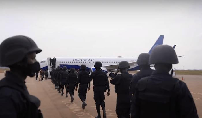 Partenza militari ruandesi