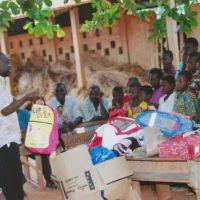 Photos: Remise des fournitures scolaires