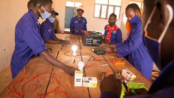 Young people in Wau are learning about electrical engineering thanks to IOM.