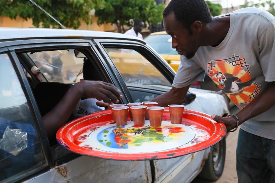 """Ramadan a Dakar/3. Finalmente l'ora dello """"ndogou"""": il caffè è servito"""