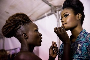 Modelle backstage Dakar Fashion Week