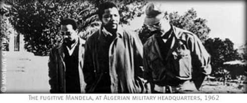 Foto 4: Mandela e un alto comandante dell'Esercito di Liberazione Nazionale Algerino