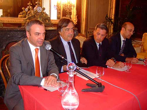 Tavolo-conferenza-stampa,-Francesco-Campagna,-Leoluca-Orlando,-Marco-Di-Marco,Sami-Ben-Ablelaali