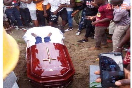 Triste fin d'obsèques à Abidjan: Le corps de DJ Arafat déterré après son inhumation, par des chinois en colère