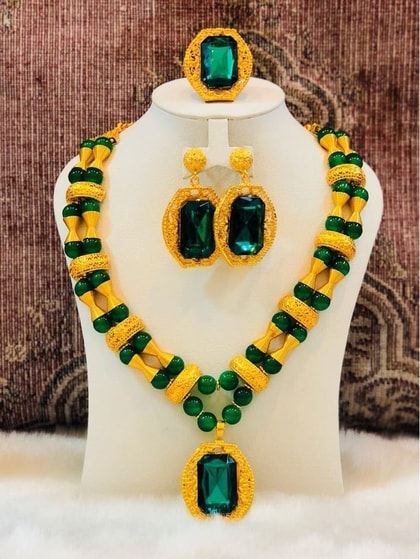 Galam necklace with green pearl