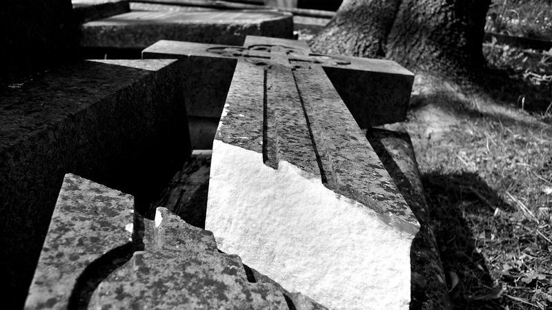 Broken Cross image courtesy Pixabay.com